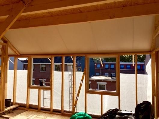 Kijkje op de dakplaten vanuit de binnenkant